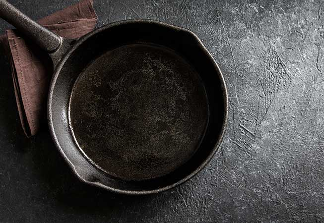 Used cooking oil in a pan.